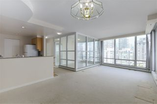"Photo 3: 1601 1228 MARINASIDE Crescent in Vancouver: Yaletown Condo for sale in ""CRESTMARK II"" (Vancouver West)  : MLS®# R2390901"