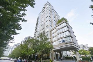 "Main Photo: 1601 1228 MARINASIDE Crescent in Vancouver: Yaletown Condo for sale in ""CRESTMARK II"" (Vancouver West)  : MLS®# R2390901"