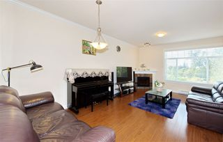 Photo 4: 5 13393 BARKER Street in Surrey: Queen Mary Park Surrey Townhouse for sale : MLS®# R2396181