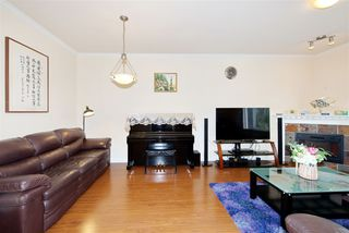 Photo 3: 5 13393 BARKER Street in Surrey: Queen Mary Park Surrey Townhouse for sale : MLS®# R2396181
