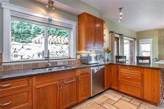 Photo 12: 400 Latoria Road in VICTORIA: Co Royal Bay Single Family Detached for sale (Colwood)  : MLS®# 416257