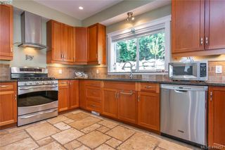 Photo 13: 400 Latoria Road in VICTORIA: Co Royal Bay Single Family Detached for sale (Colwood)  : MLS®# 416257