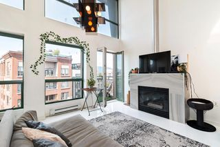 """Photo 2: 512 1 E CORDOVA Street in Vancouver: Downtown VE Condo for sale in """"CARRALL ST STATION"""" (Vancouver East)  : MLS®# R2476960"""