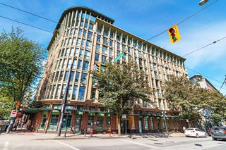 """Photo 1: 512 1 E CORDOVA Street in Vancouver: Downtown VE Condo for sale in """"CARRALL ST STATION"""" (Vancouver East)  : MLS®# R2476960"""