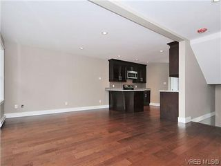 Photo 9: 105 982 Rattanwood Pl in VICTORIA: La Happy Valley Row/Townhouse for sale (Langford)  : MLS®# 625869