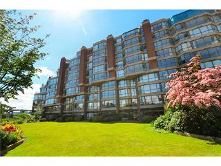 Photo 2: 208 1490 Pennyfarthing in Vancouver: False Creek Condo for sale (Vancouver West)  : MLS®# V1072315