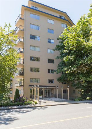 """Photo 17: 104 1930 MARINE Drive in West Vancouver: Ambleside Condo for sale in """"Park Marine"""" : MLS®# R2391116"""
