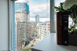 Photo 7: 1002 183 KEEFER Place in Vancouver: Downtown VW Condo for sale (Vancouver West)  : MLS®# R2439168