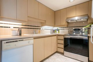 Photo 8: 1002 183 KEEFER Place in Vancouver: Downtown VW Condo for sale (Vancouver West)  : MLS®# R2439168