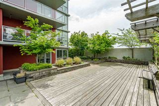 Photo 2: 1701 125 COLUMBIA Street in New Westminster: Downtown NW Condo for sale : MLS®# R2456392