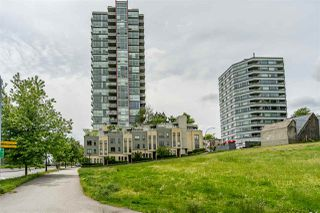 Photo 3: 1701 125 COLUMBIA Street in New Westminster: Downtown NW Condo for sale : MLS®# R2456392