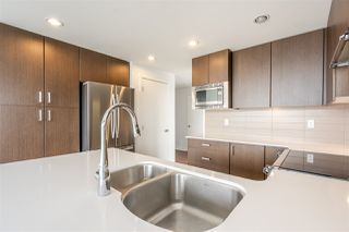 Photo 10: 1701 125 COLUMBIA Street in New Westminster: Downtown NW Condo for sale : MLS®# R2456392