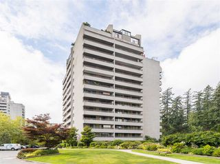 "Photo 1: 606 4194 MAYWOOD Street in Burnaby: Metrotown Condo for sale in ""Park Avenue Towers"" (Burnaby South)  : MLS®# R2493615"