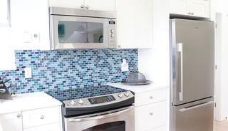 """Photo 11: 402 1665 ARBUTUS Street in Vancouver: Kitsilano Condo for sale in """"The Beaches"""" (Vancouver West)  : MLS®# R2498892"""