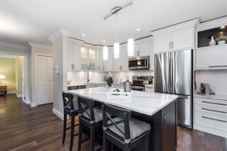 Photo 5: 308 1319 MARTIN STREET in South Surrey White Rock: White Rock Home for sale ()  : MLS®# R2473599
