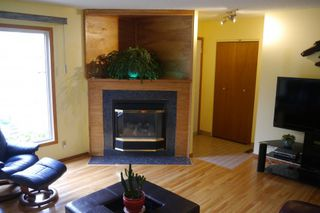 Photo 3: 2 Sandy Lake Place in Winnipeg: Waverley Heights Single Family Detached for sale (South Winnipeg)  : MLS®# 1526674