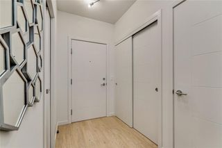 Photo 3: #102 317 22 AV SW in Calgary: Mission Condo for sale : MLS®# C4244968