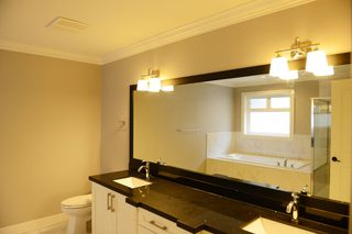Photo 9: 20528 69 Avenue in Langley: Willoughby Heights House for sale : MLS®# R2445306