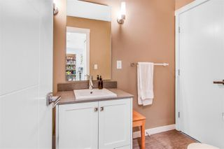 Photo 4: 404 2242 WHATCOM Road in Abbotsford: Abbotsford East Condo for sale : MLS®# R2509889