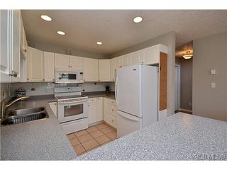 Photo 2: 102 710 Massie Dr in VICTORIA: La Langford Proper Row/Townhouse for sale (Langford)  : MLS®# 610225