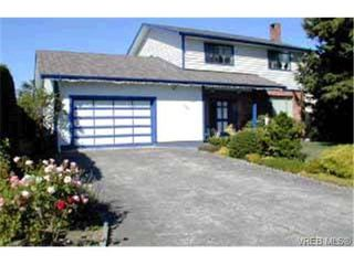 Photo 1: 3925 Sandell Pl in VICTORIA: SE Arbutus Single Family Detached for sale (Saanich East)  : MLS®# 316413