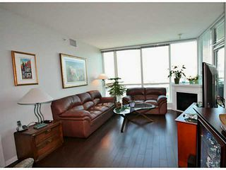 Photo 2: # 1003 138 E ESPLANADE ST in North Vancouver: Lower Lonsdale Condo for sale : MLS®# V1120625