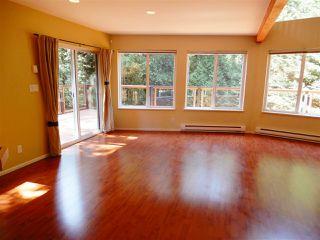 Photo 2: 5557 RILEY ROAD in Halfmoon Bay: Halfmn Bay Secret Cv Redroofs House for sale (Sunshine Coast)  : MLS®# R2344865