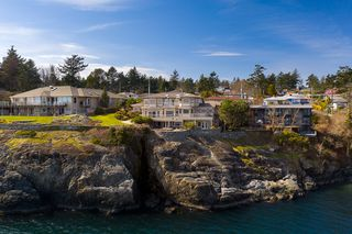 Photo 3: Oceanfront prestigious Masterpiece 4461 Shore Way Victoria BC