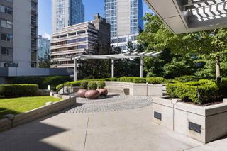 """Photo 17: 1102 1420 W GEORGIA Street in Vancouver: West End VW Condo for sale in """"The George"""" (Vancouver West)  : MLS®# R2528541"""
