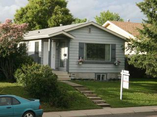 Photo 1: 16 APPLETREE Close SE in CALGARY: Applewood Residential Detached Single Family for sale (Calgary)  : MLS®# C3573548