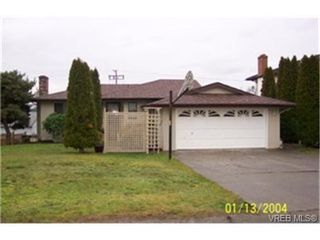 Photo 1: 790 Cameo St in VICTORIA: SE High Quadra Single Family Detached for sale (Saanich East)  : MLS®# 327767