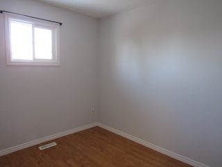 Photo 10: 9 Westwood Drive in St. Albert: House Duplex for rent