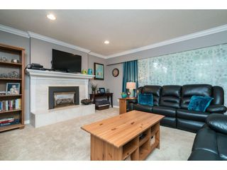 """Photo 3: 4620 209A Street in Langley: Langley City House for sale in """"Uplands"""" : MLS®# R2431570"""