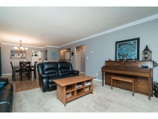 """Photo 4: 4620 209A Street in Langley: Langley City House for sale in """"Uplands"""" : MLS®# R2431570"""