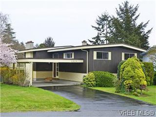 Photo 1: 2426 Evelyn Place in VICTORIA: SE Arbutus Single Family Detached for sale (Saanich East)  : MLS®# 307278