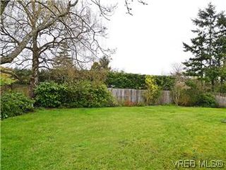 Photo 7: 2426 Evelyn Place in VICTORIA: SE Arbutus Single Family Detached for sale (Saanich East)  : MLS®# 307278