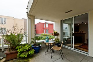 "Photo 8: 311 1978 VINE Street in Vancouver: Kitsilano Condo for sale in ""THE CAPERS BUILDING"" (Vancouver West)  : MLS®# V954905"