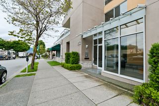 "Photo 1: 311 1978 VINE Street in Vancouver: Kitsilano Condo for sale in ""THE CAPERS BUILDING"" (Vancouver West)  : MLS®# V954905"