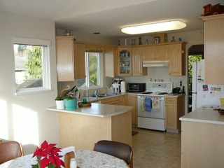 "Photo 4: 8170 BARNETT Street in Mission: Mission BC House for sale in ""College Heights / Hillside"" : MLS®# F1310847"