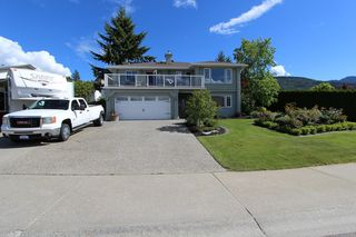 Main Photo: 120 SE 17th SE Street: Salmon Arm House for sale (Shuswap)  : MLS®# 10117412