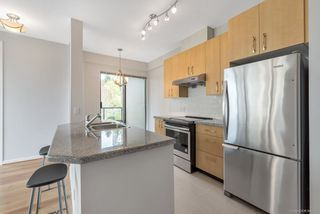 Photo 3: 305 7388 SANDBORNE AVENUE in Burnaby: South Slope Condo for sale (Burnaby South)  : MLS®# R2261624