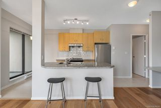 Photo 4: 305 7388 SANDBORNE AVENUE in Burnaby: South Slope Condo for sale (Burnaby South)  : MLS®# R2261624