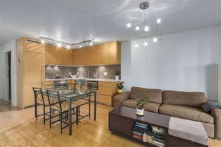 Photo 3: 701 565 SMITHE STREET in Vancouver: Downtown VW Condo for sale (Vancouver West)  : MLS®# R2337864