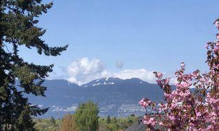 Photo 1: 2406 EDDINGTON Drive in Vancouver: Quilchena House for sale (Vancouver West)  : MLS®# R2419034