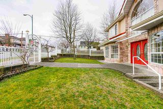 Photo 2: 3005 E 3RD Avenue in Vancouver: Renfrew VE House for sale (Vancouver East)  : MLS®# R2434936