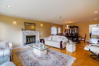 Photo 5: 3005 E 3RD Avenue in Vancouver: Renfrew VE House for sale (Vancouver East)  : MLS®# R2434936