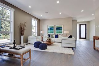 Photo 4: 2102 53 Avenue SW in Calgary: North Glenmore Park Detached for sale : MLS®# A1028710