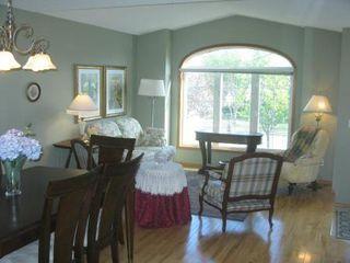 Photo 5: Elegant 4 Bedroom Bungalow