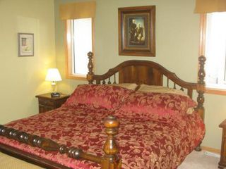 Photo 10: Elegant 4 Bedroom Bungalow