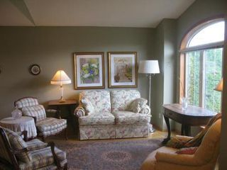 Photo 2: Elegant 4 Bedroom Bungalow
